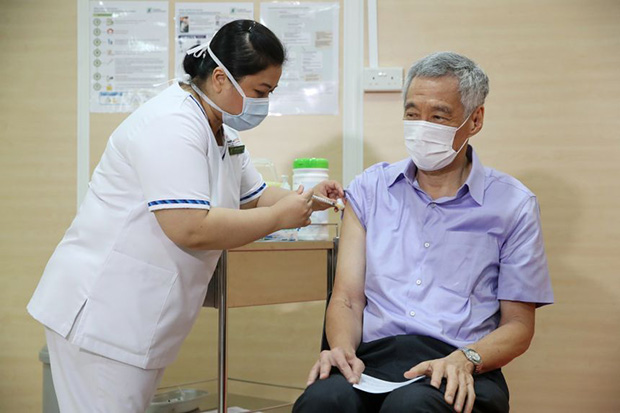 PM Lee receiving the Covid-19 vaccine at Singapore General Hospital on Jan 8, 2021. PHOTO MINISTRY OF COMMUNICATIONS AND INFORMATION