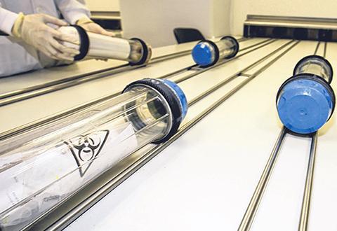 中央医院为节省时间 拟用气动管道内部运送药物